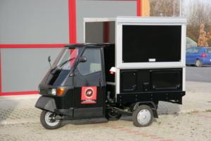 Die Piaggio Ape 50 mit Kofferaufbau in der Espresso Mobil und Café Version.