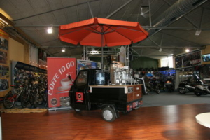 Ape50 Mini Café Mobil mit Espressomaschine von Schira Café