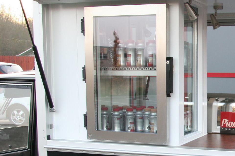Das Maxi Kühlcenter die in der Ape 50 / Ape 1200 Espressomobil verbaut wird