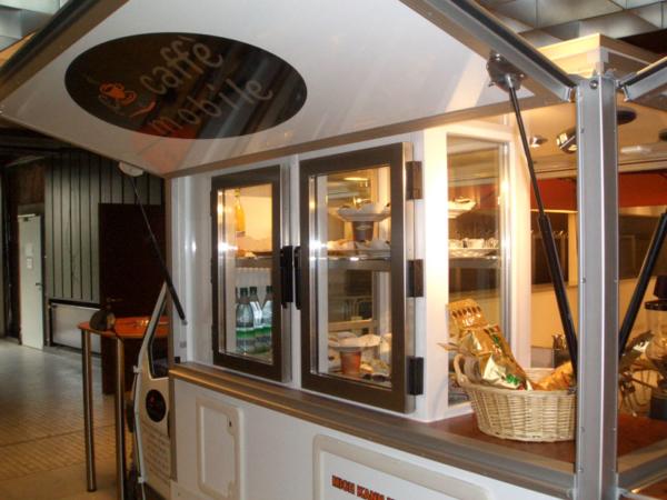 Das große Kühlcenter im Kaffeemobil, hier in der Doppelversion