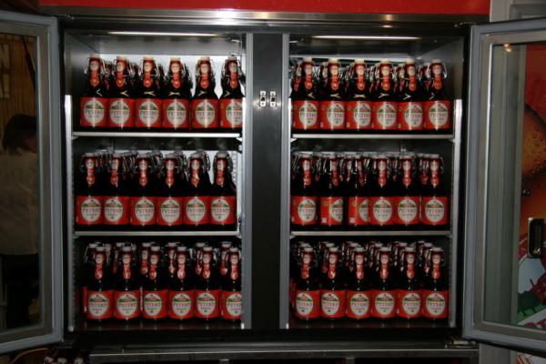 Das große Doppelkühlsystem der große Flaschenkühlschrank