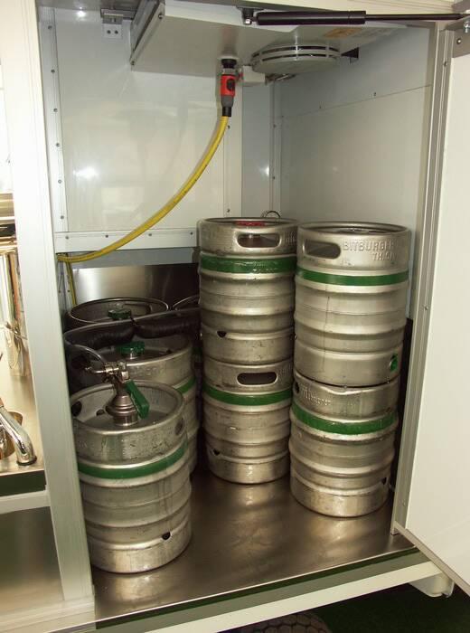 Ape 1200 Biermobil mit Warsteiner , Faßkühlhaus