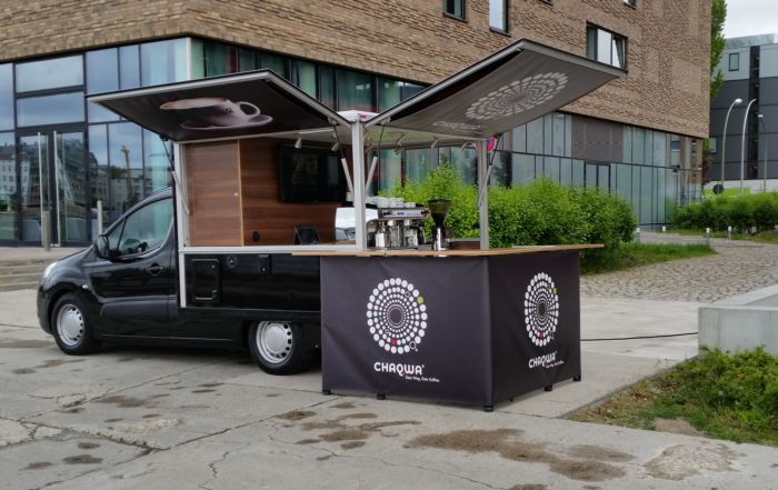 Mit dem Peugeot Partner Black Edition Kaffeemobilbei Chaqwa in Berlin