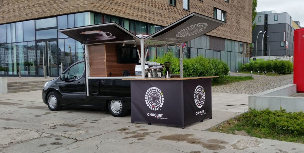 Mit dem Peugeot Partner Black Edition Kaffeemobil bei Chaqwa in Berlin