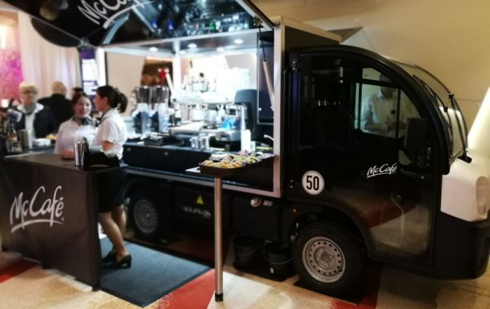 Das McCafé Elektromobil beim Fashion Dinner 2018