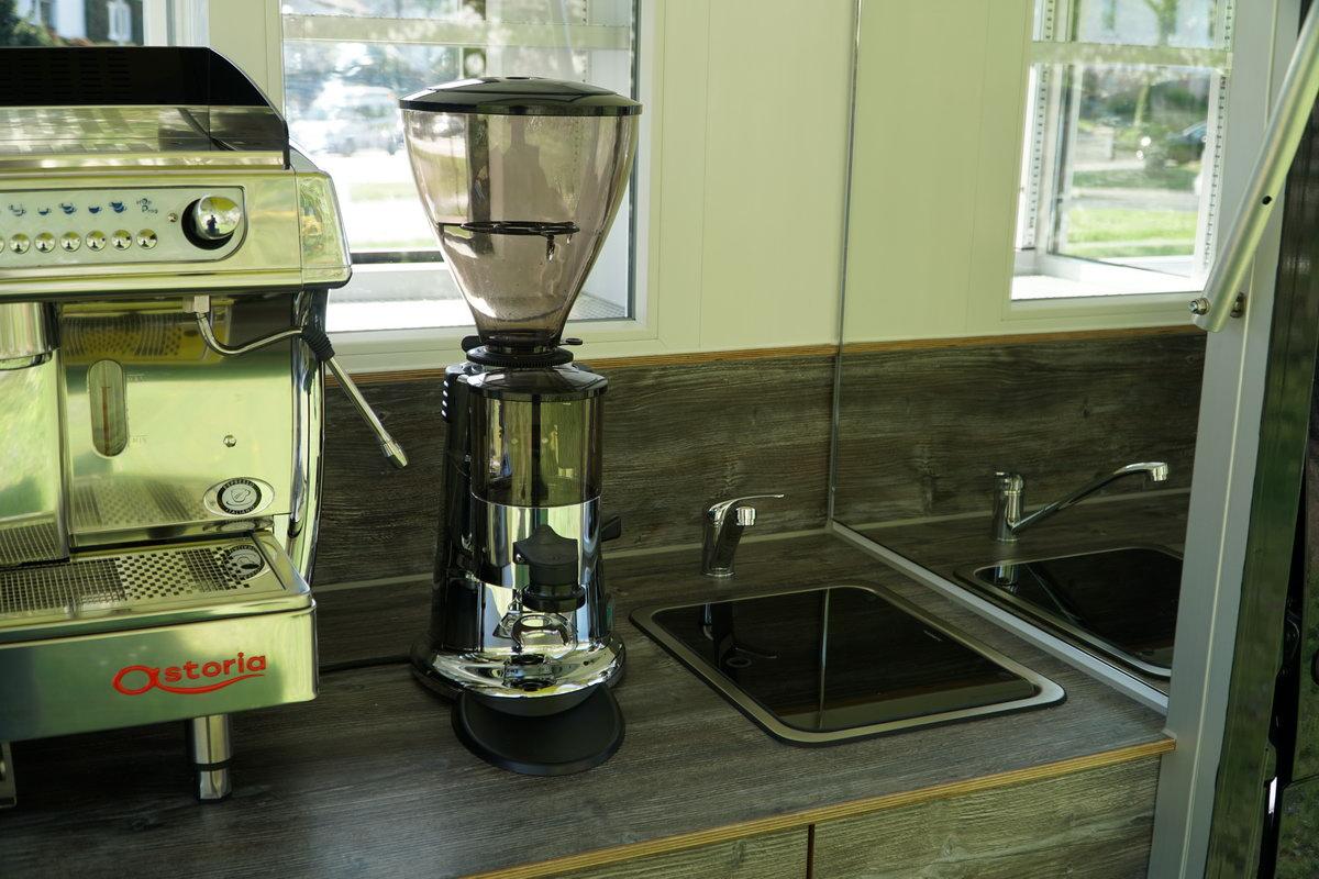 Die Ape TM 703 Kaffeemobil , das Baristamobil.