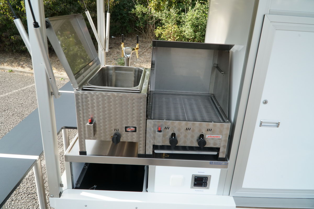 Ape Classic Biermobil Grillsystem mit Gasgrill und Bainmarie