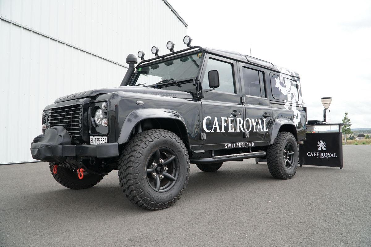 Landrover Defender Black Edition, das Allrad Kaffeemobil für Café