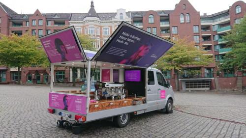 Wizz Air Promotion 2019 in Hamburg mit dem großen Kaffeemobil.