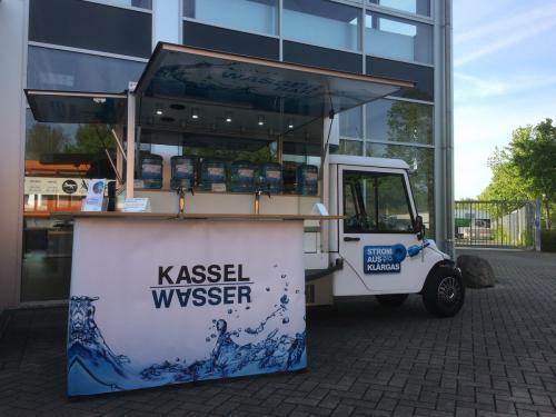 Melex Elektromobil mit Promotion Wasserbars